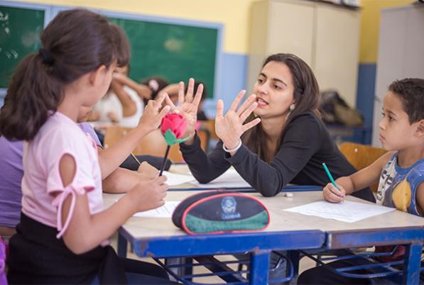 Em Comunidade de Aprendizagem educar é um ato coletivo
