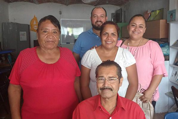 Na escola Sor Juana, estudantes, professores e familiares aprendem juntos