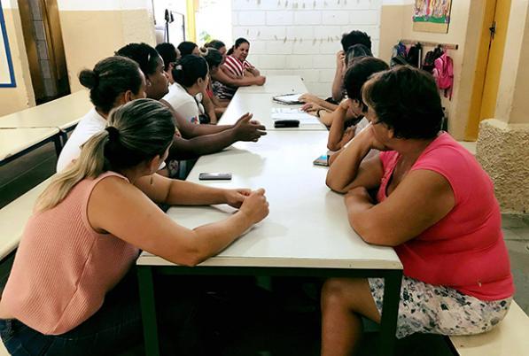 Familiares de escola rural realizam sonho de voltar a estudar