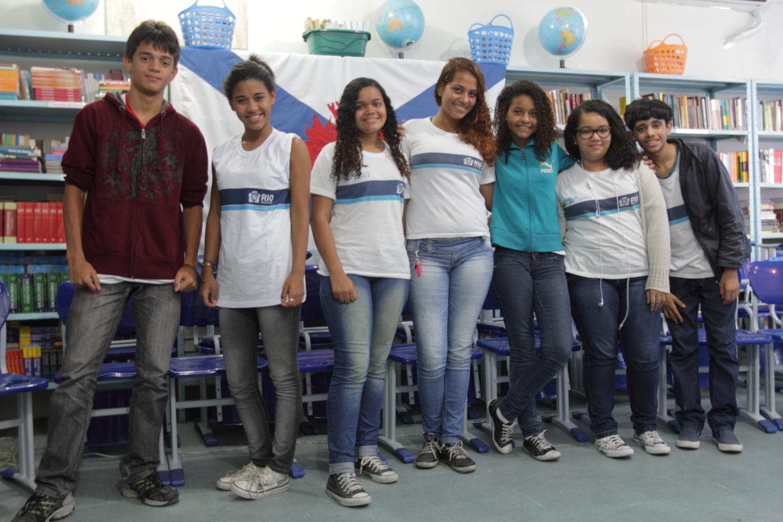 Alunos do 9o ano (da esq. para a direita): Dayvid Moreira, Rosana dos Santos, Adriane de Oliveira, Lorena de Lima, Luiza Trindade, Luiza Cavalcante, Demerson da Costa