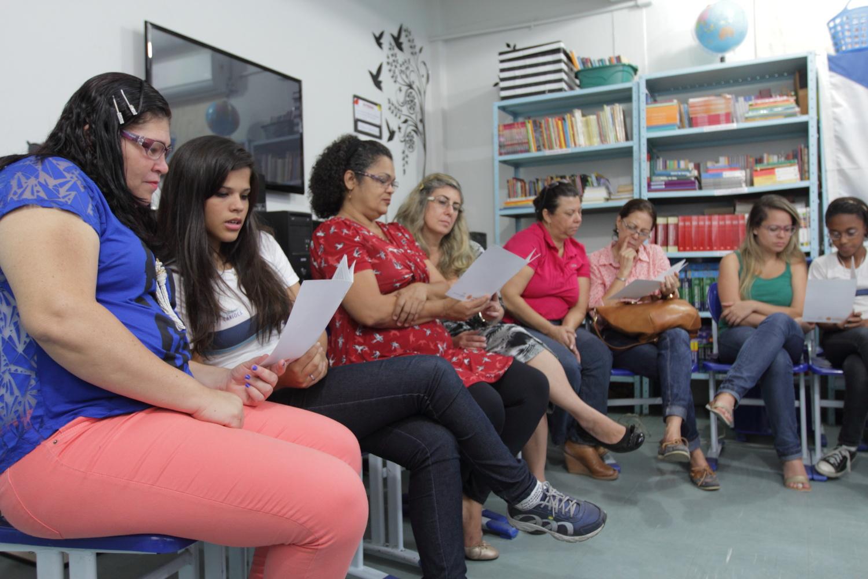 Voluntárias e alunas participam de formação sobre Tertúlias Dialógicas Literárias