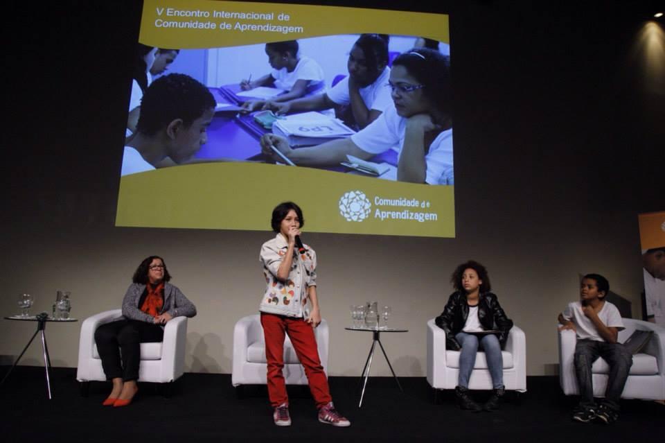 Cristiana Berthoud, Secretária de Educação de Tremembé (SP) e alunos da Escola Estadual Salvador Moya contam suas experiências com o projeto.