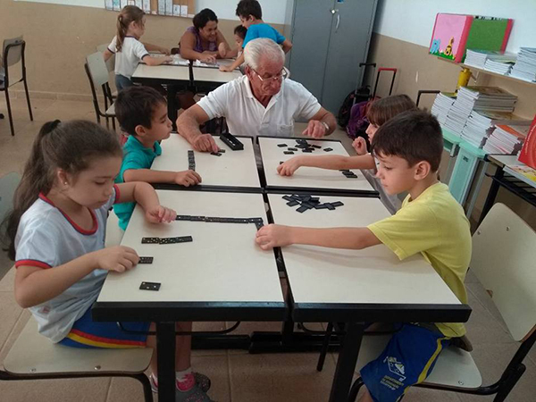 Familiares adentram as salas de aula e acompanham os Grupos Interativos. Escola Professor Eduardo (Socorro/SP)