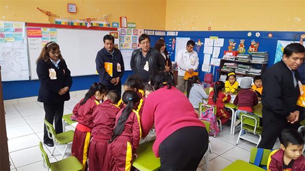 Grupos Interactivos en el nivel primario, los padres asisten al aula para fortalecer las interacciones entre los estudiantes y apoyando al docente