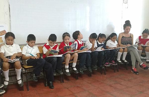Tertulia Dialógica Literaria con estudiantes de la escuela Sor Juana